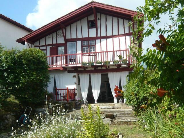 maison Marchand Navarraise du XVIè - La Bastide-Clairence - Bed & Breakfast