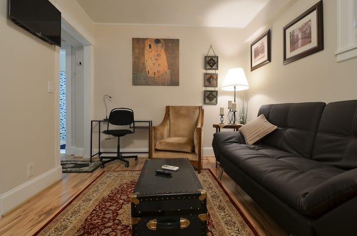 Cozy Studio in the Heart of Emerald City
