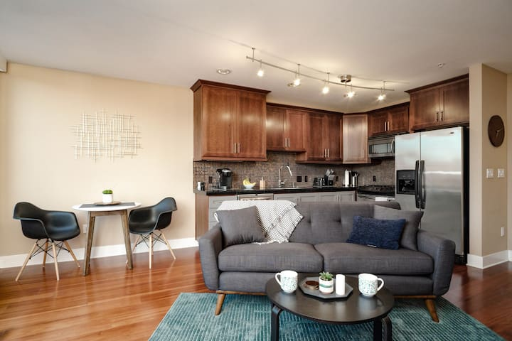 The Robin's Nest - Modern Condo in heart of SE PDX