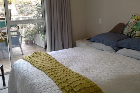 orewa apartment room and ensuite - Orewa
