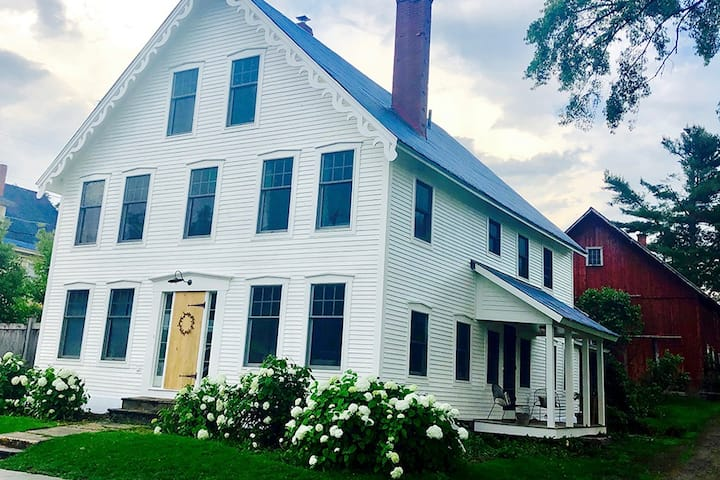 Heart of East Burke - beautiful in town farmhouse