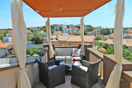 romantic beach apartment for 2 with roof terace