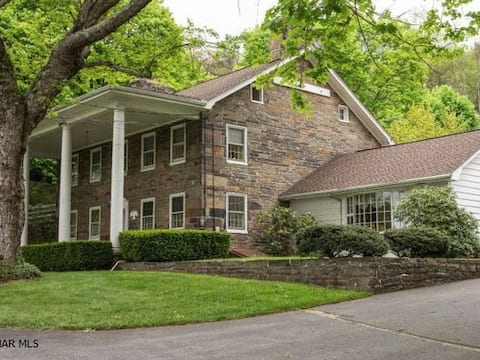 Historic home, near Bedford Springs! Pets welcome!