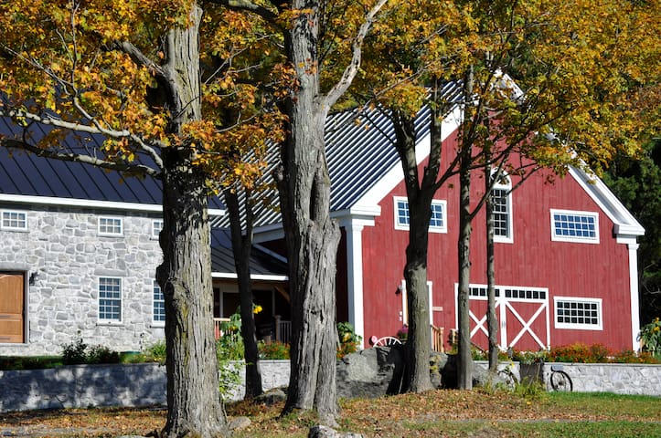 Unforgettably Vermont Timber-frame Inn - Fairfax - Haus