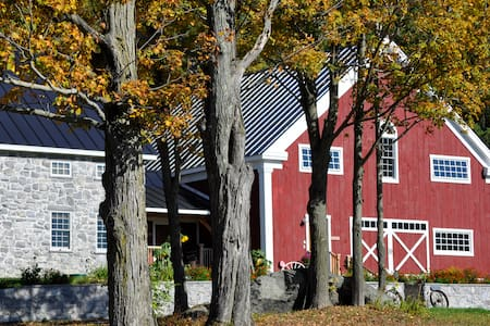 Unforgettably Vermont Timber-frame Inn - Fairfax - Ev