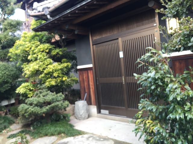 SUGOI2 (local artists & cats house) - 香川郡 - Casa