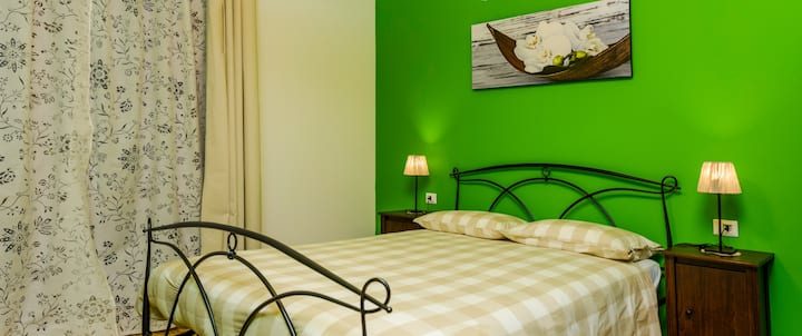 "Gi&Gi b&b - Lecco "" CAMERA VERDE"""