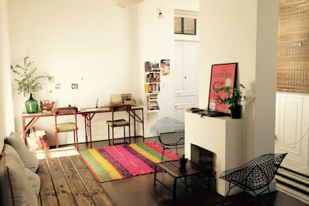 Cozy room w/pvt bathroom, old building, San Telmo. - Buenos Aires