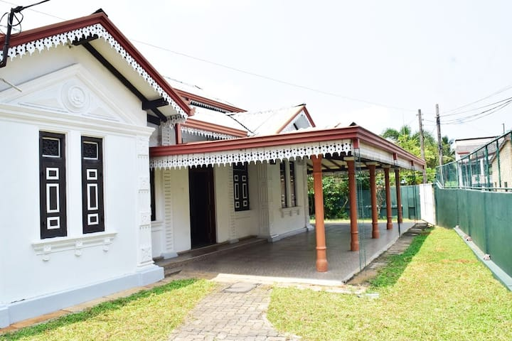 Double Room in Don's Manor House in Kalutara Town