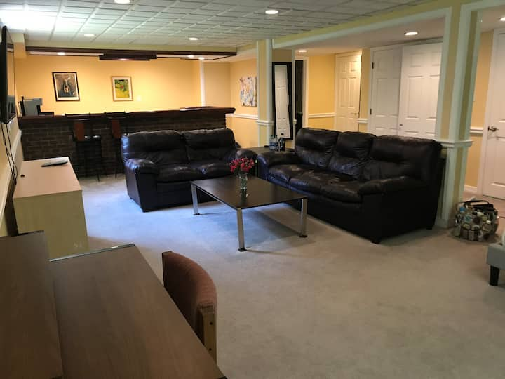 Large furnished private suite - private entrance B