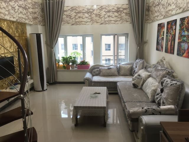 复式公寓楼层高5.4米,这样的房源很难找到,一定记住提前预定哦!欧式 - 伊犁 - Apartament