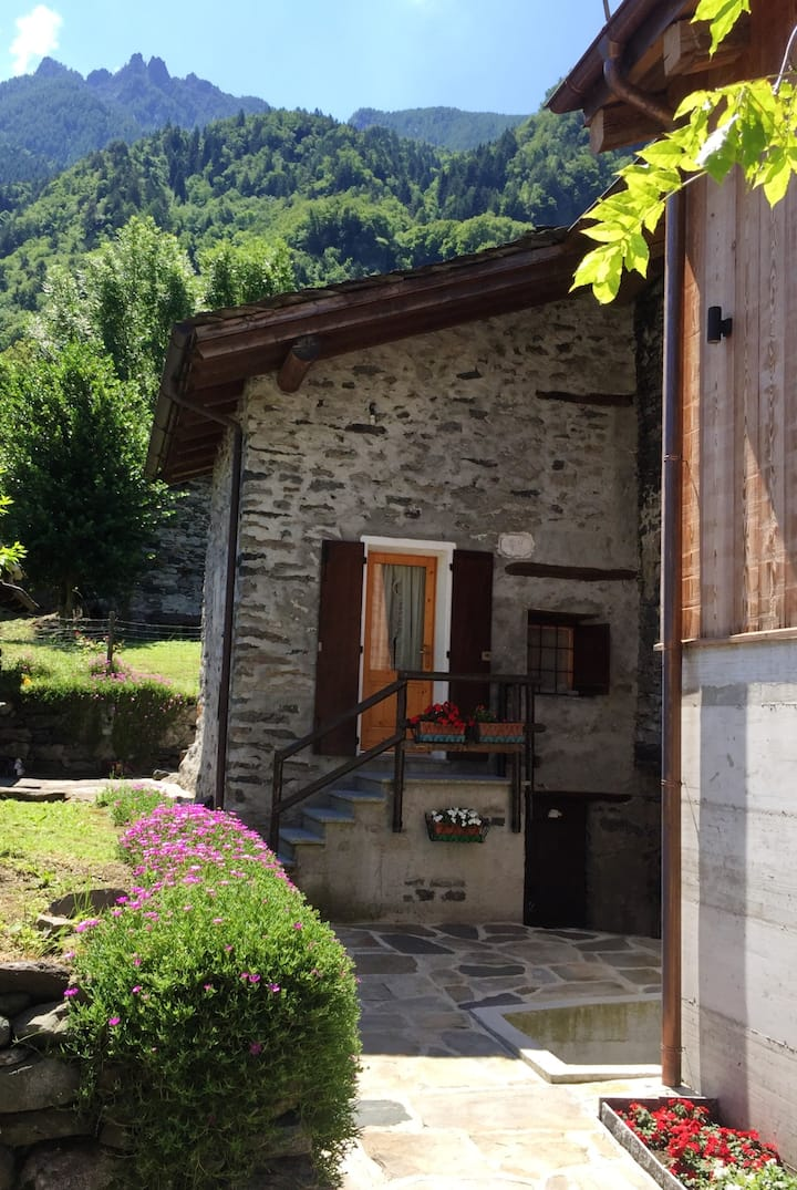 Studio in Piuro, with wonderful mountain view - 13 km from the slopes