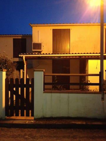 mini villa 200m de la plage+ jardin - Poggio-Mezzana - บ้าน