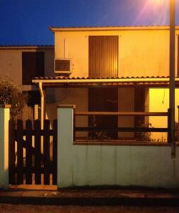 mini villa 200m de la plage+ jardin - Poggio-Mezzana - 独立屋