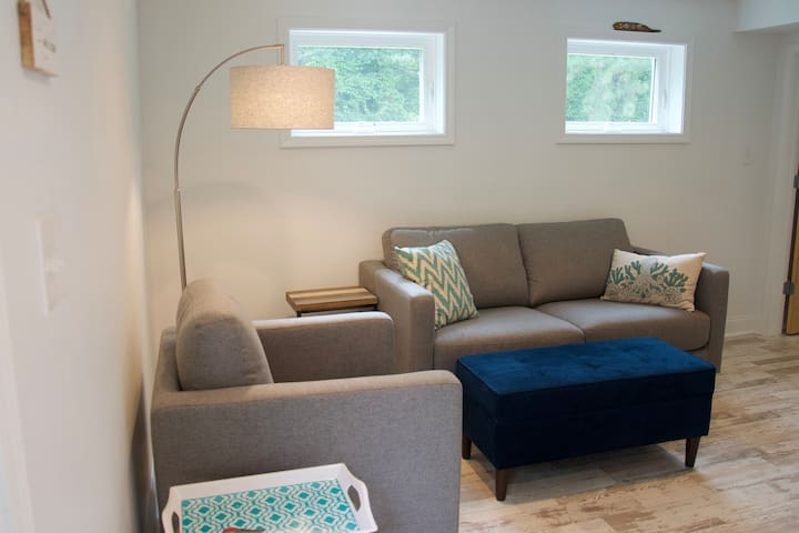 Salty Guest Suite: NEW, private & sparkling clean!