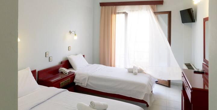 Ευρύχωρα δίκλινα δωμάτια στο Πολύχρονο Χαλκιδικής