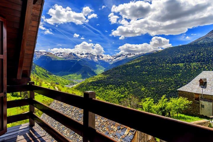Vistas Espectaculares a 3km Vielha WIFI: Apt Dreta