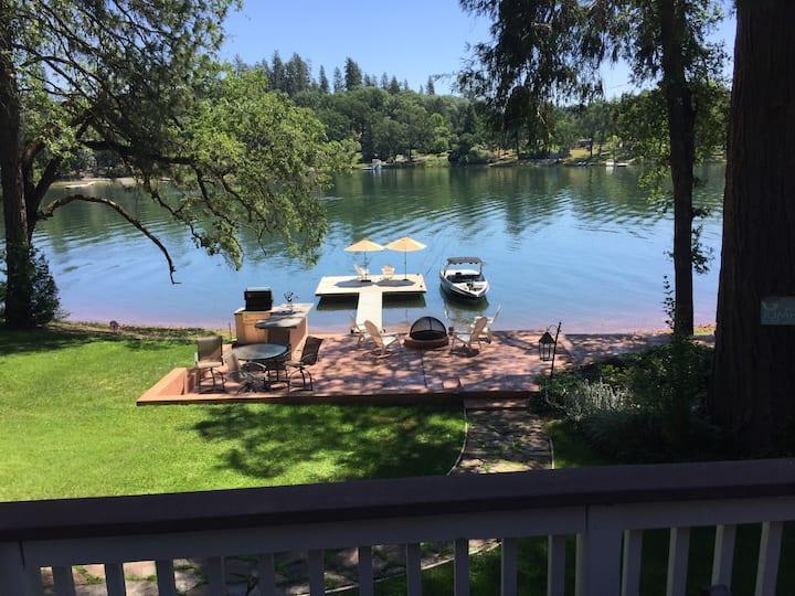 Spectacular Lakefront Paradise