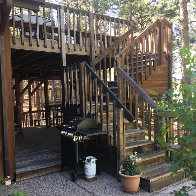 Outdoor kitchen with 2 private decks