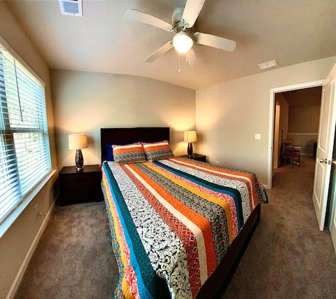 SUPERHOST Queen room minutes to Airport+Downtown
