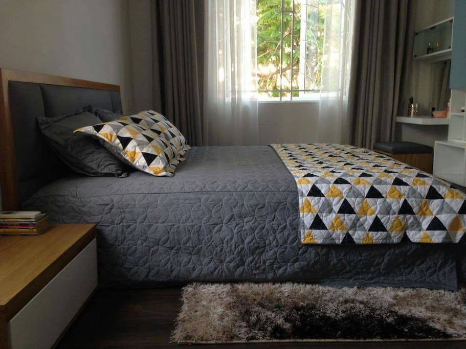The bed room with carpet, wood floor