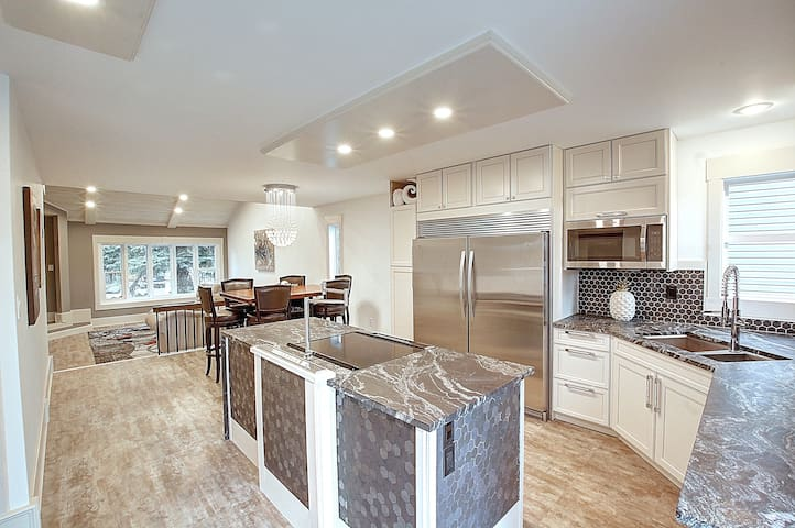 Spacious Modern Home - Great For a Family Getaway