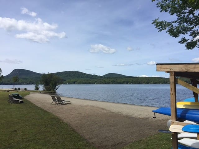 Enjoy 400-ft Private Beach at the Lake (Cabin 6)