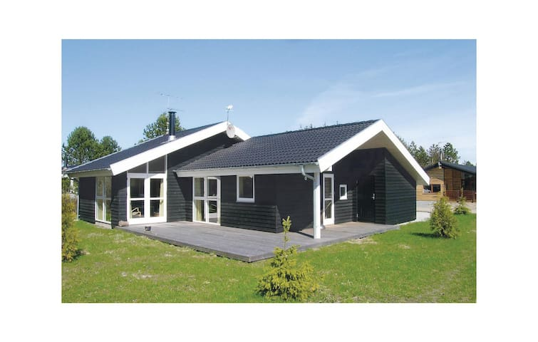 Holiday cottage with 3 bedrooms on 98m² in Ålbæk