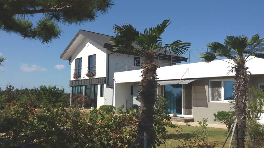 바닷가 예쁜집 (무안 홀통해수욕장 1분 거리, 신축독채)