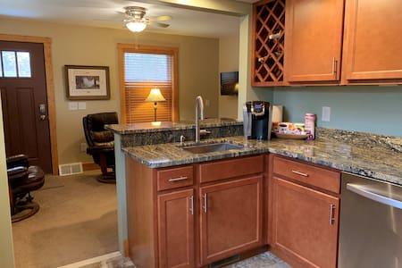 Avalon Guest Lodge 3102A - Private Apartment