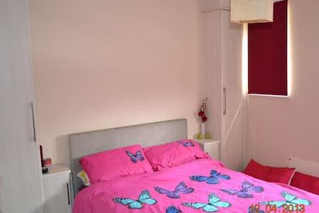 Heathrow: Double room.Cosy.Friendly - West Drayton