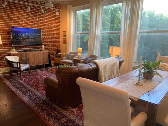 2B/2B Condo, Best Location in Downtown Memphis