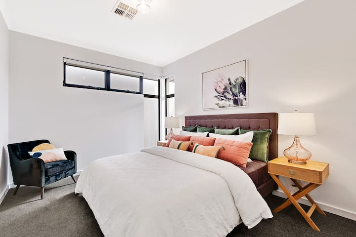 Master with King Bed, ensuite, walk in robe and tv