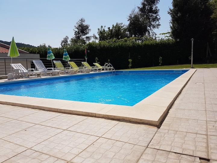 Maison avec piscine privée 3km de Guimaraes centre