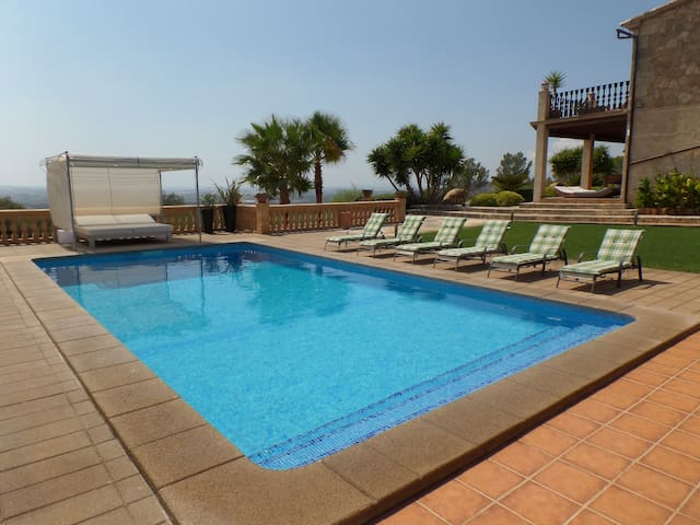 Planta baja de la Villa Puntiro, con piscina - Palma