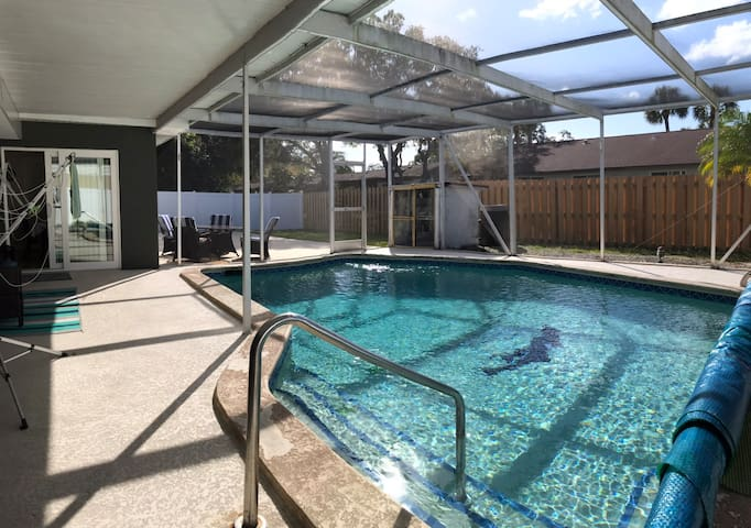 4/2 Private Home with Heated Pool (Min to Beaches)