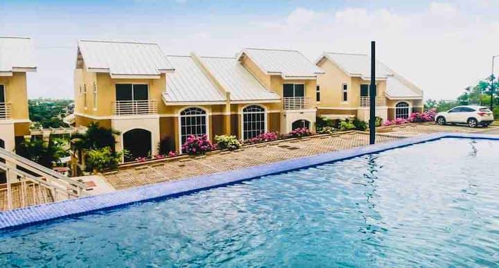 Modern Luxury Suites -2BR 2BA /Gated/Infinity Pool