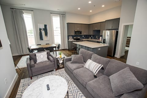 Newly Renovated 1BR Loft Downtown Cartersville