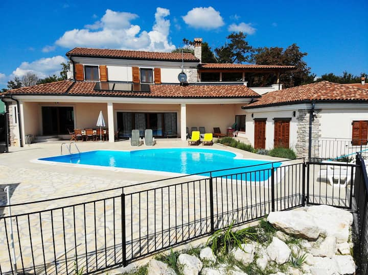 Holiday Home Histria with Pool