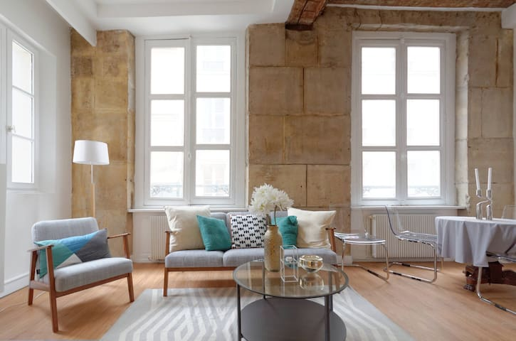 Luxury one bedroom, Heart of Marais
