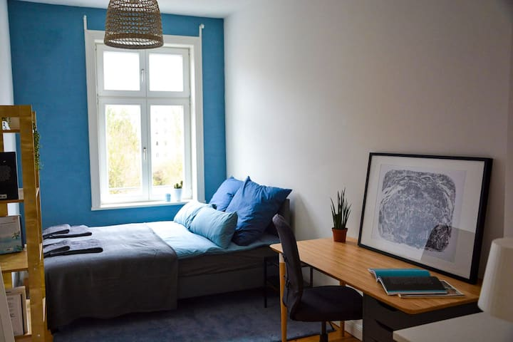 Cosy room in St Pauli in a bright flat