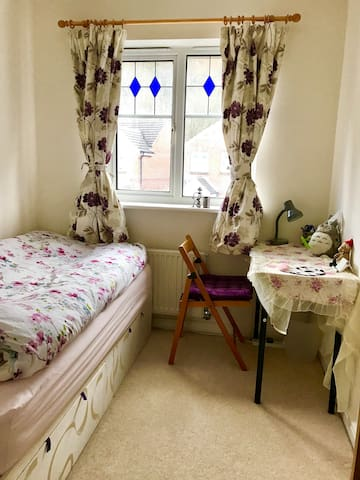 Friendly Family Home Single Bed Room Close to Town