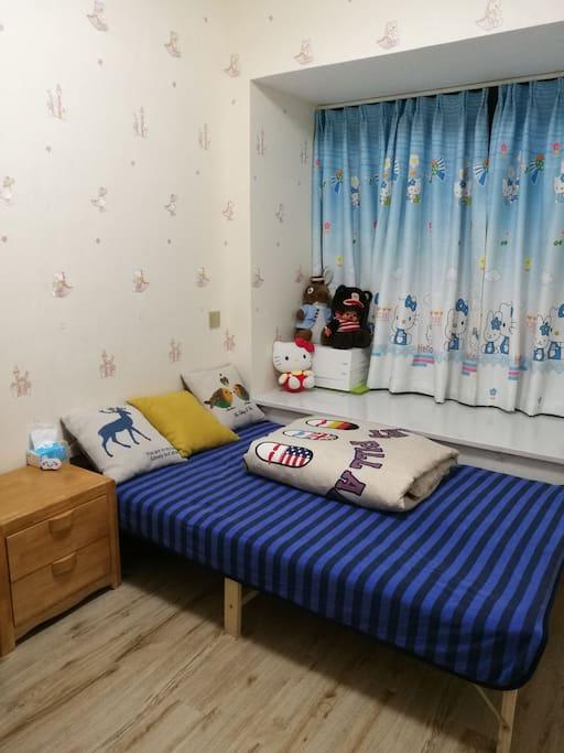 卧室单人床~1.2米宽