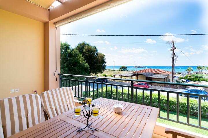 Sea View Beachside Apartment near Heraklion
