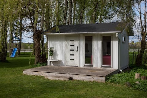 Cozy cottage in scenic surroundings close to the city!