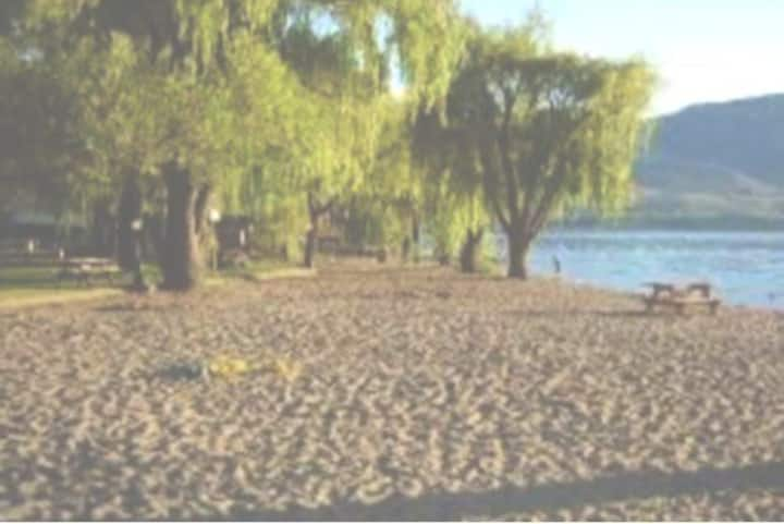 Osoyoos/oasis 2 bedroom park model Private beach