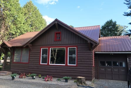Dukes Cabin free Wifi/Lake placid 5 minutes away!
