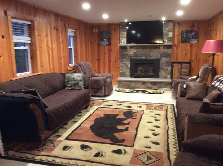 Colyer Lake home close to State College
