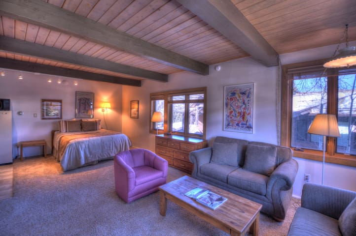 Aspenwood Condo! Downtown Snowmass