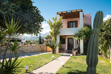 Country house with view and garden near Heraklio